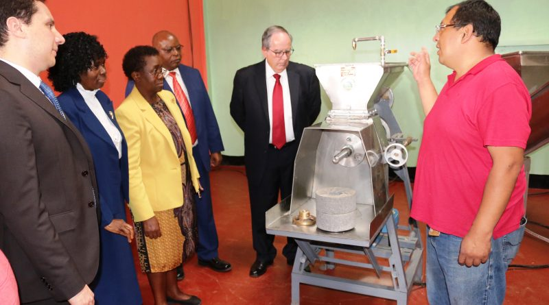 One of the experts from Mexico (right) explains how the machine works. Looking on (from left) is Embassy of Mexico in Kenya Rep., Eduardo Sanchez, DVC RPE, Prof. Mary Abukutsa, Prof. Imbuga, Dr. Mugo and Amb. Martinez